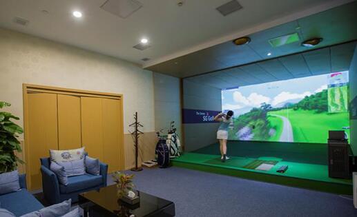 城市室内模拟高尔夫分为单屏模拟高尔夫 空屏高尔夫 环屏高尔夫 三种